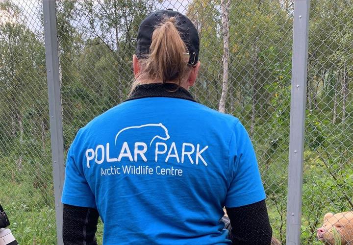 Photo d'une soigneuse à Polar Park